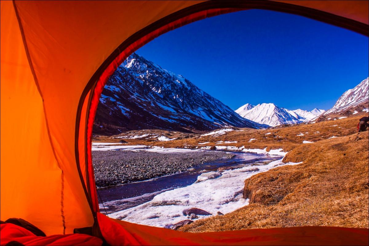 Поход с палатками весной на Алтае